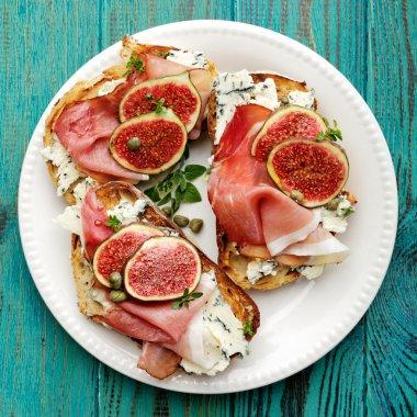 Bruschetta with  ham, blue cheese and fresh figs