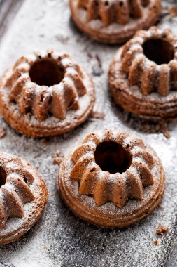 Bundt cake dusted with powdered sugar