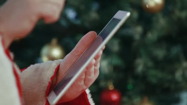 Type the Tablet on Which Finger Carries Santa Claus.