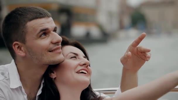 Italské oženil, pár líbání v Benátkách