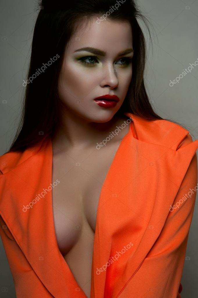 Женщина с большими грудями — 11