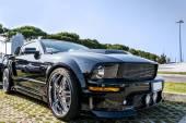 USA sportive svalové auto na silnici