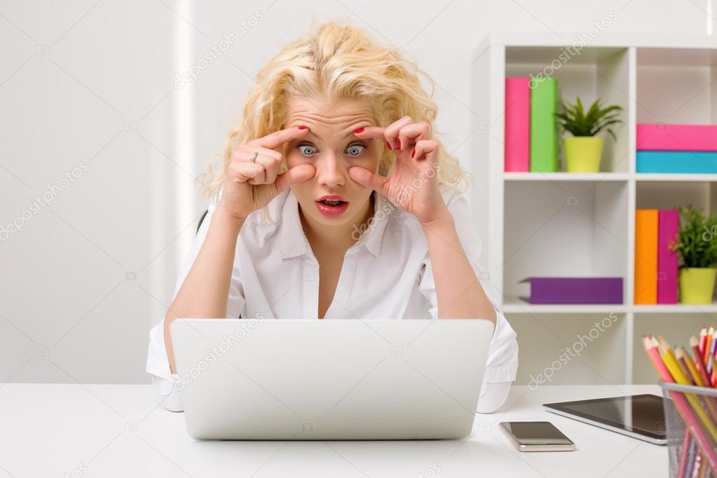trött i ögonen dator