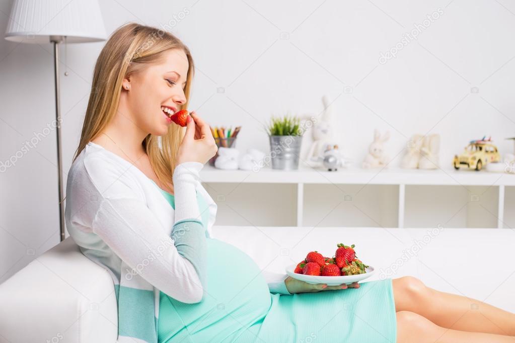 äta jordgubbar gravid