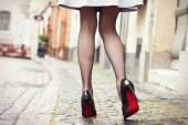 Fotografie Sexy Beine in schwarzen high Heels Schuhe