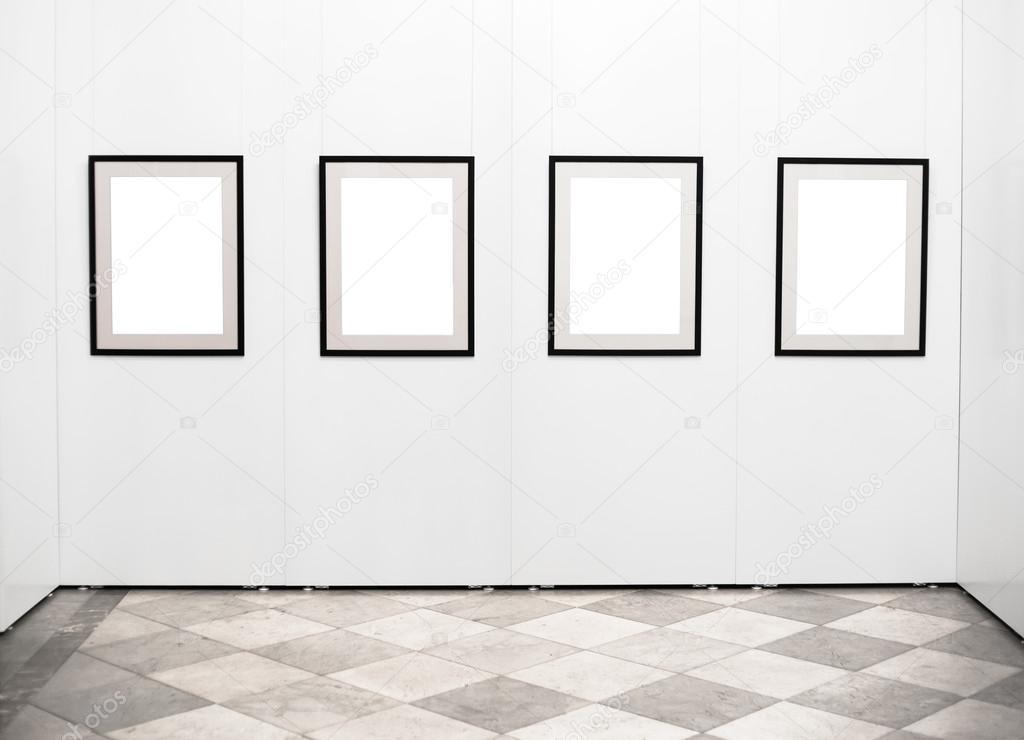 Marcos de vacío en la pared de la galería de arte — Fotos de Stock ...