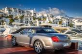 Luxusní automobily a yeachts v Puerto Banus, Marbella