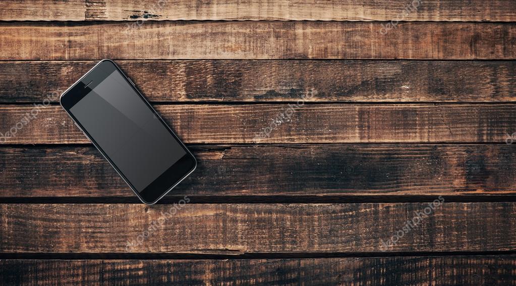 Téléphone mobile noir sur une table en bois u photographie