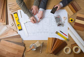 Technici spolupracují na projektu stavby