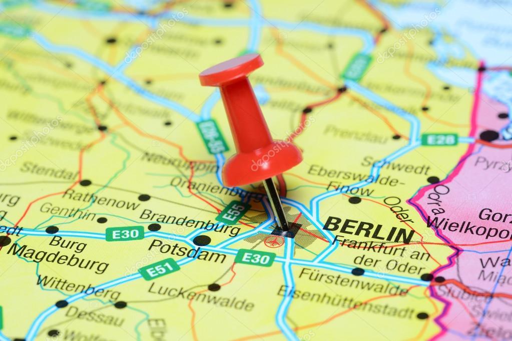 berlim mapa Fez o PIN em Berlim no mapa da Europa — Fotografias de Stock  berlim mapa