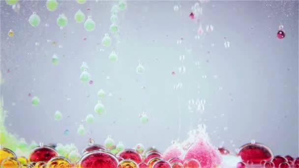 Fényes és színes több színű folyadék mozgás. Láva lámpa.