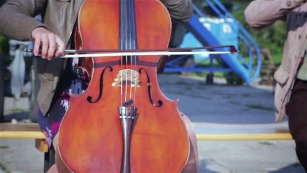 Zenelejátszó szakmai cselló solo teljesítmény