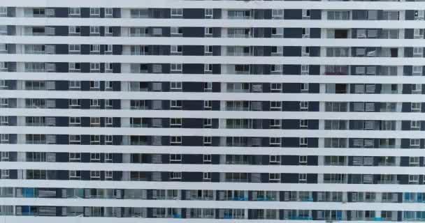 Video fasády budovy. obydlené obytné městské budovy. Bytový dům. Projekt reálného stavu.