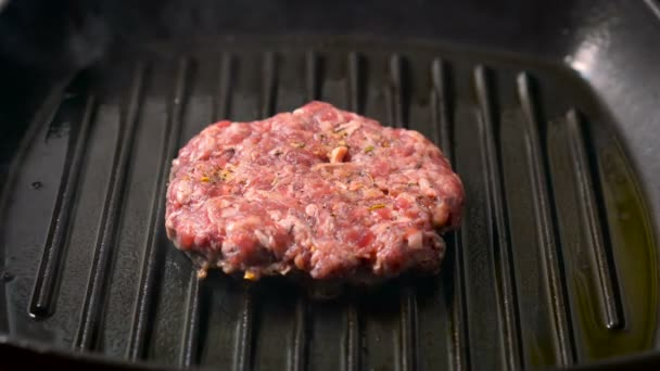 Hovězí hamburger karbanátky grilování na pánvi pánev