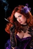 Fényképek Gyönyörű fiatal burleszk showgirl cigarettavég.