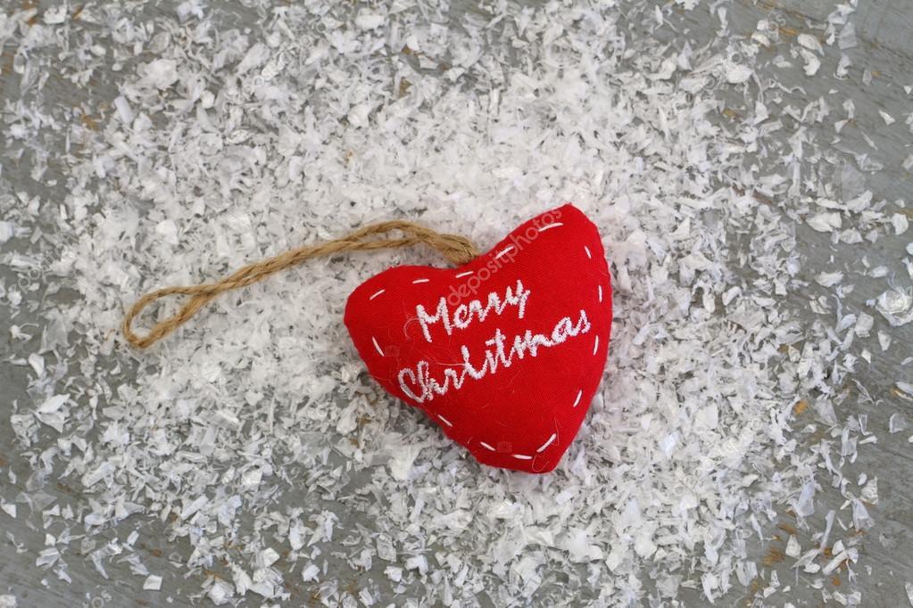 Frohe Weihnachten Herz.Frohe Weihnachten Herz Auf Schneebedeckten Oberfläche Stockfoto