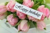Všechno nejlepší k narozeninám karta s růžové tulipány