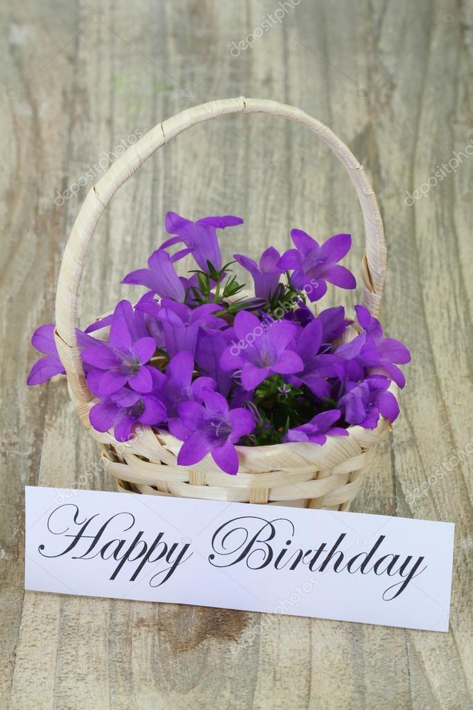 Cartolina Di Buon Compleanno Con Cesto Di Fiori Campanula Foto