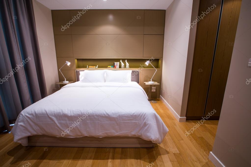 piccola camera da letto moderna — Foto Stock © AnnaTamila #56273295