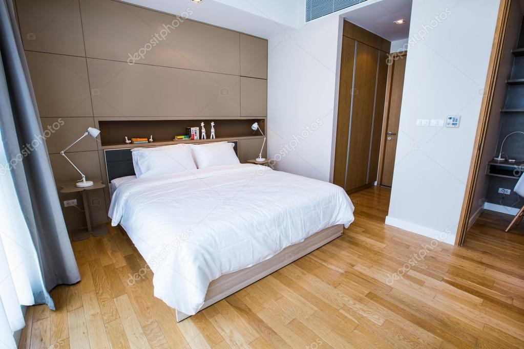 Petite chambre à coucher moderne — Photographie AnnaTamila ...