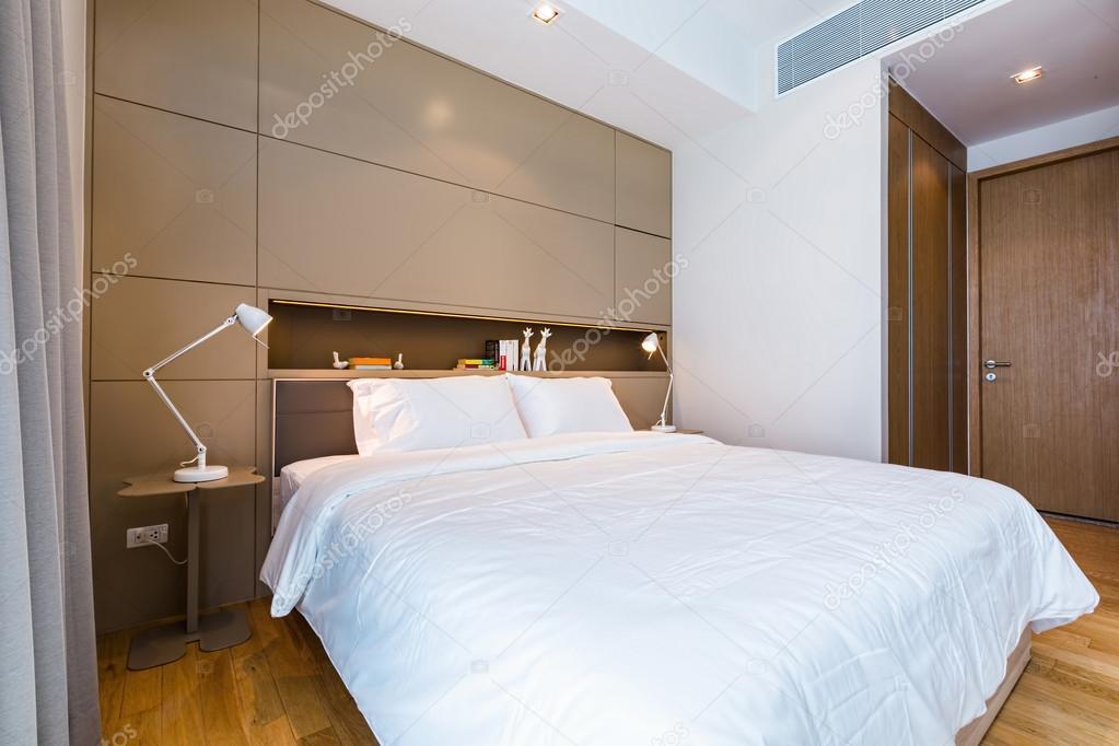 piccola camera da letto moderna — Foto Stock © AnnaTamila #56273321