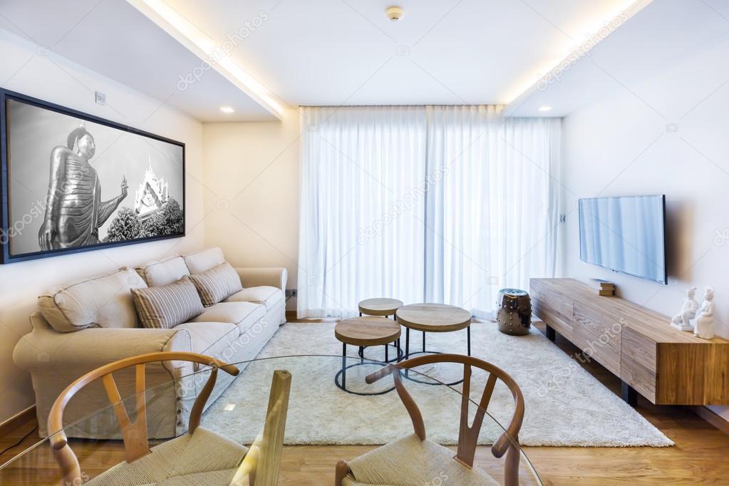 Wohnzimmer mit Tv und große Fenster — Stockfoto © AnnaTamila #56273453
