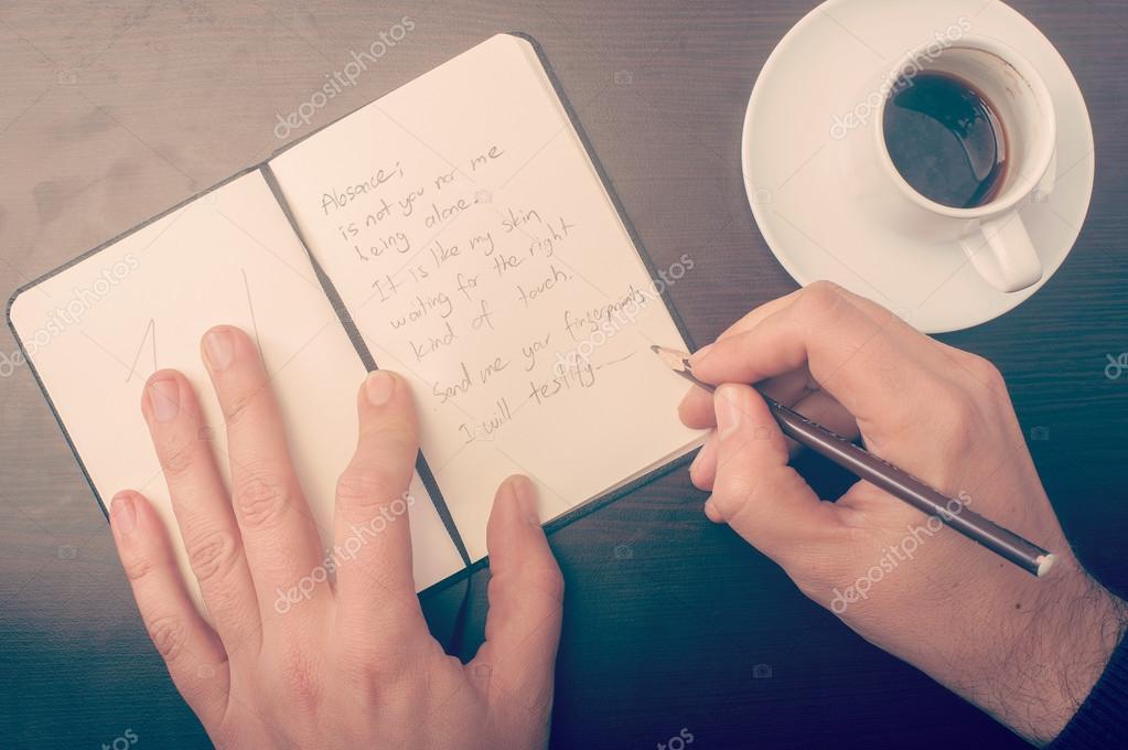 Mężczyzna Pisać Wiersz Miłosny Zdjęcie Stockowe