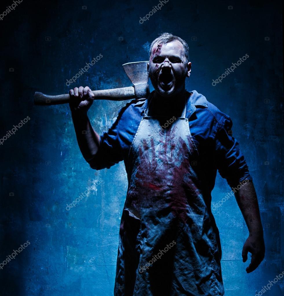 Gmail themes halloween - Krwawe Halloween Theme Szalony Morderca Jako Krwawy Rze Nik Z Siekier Na Ciemnym Niebieskim Tle Zdj Cie Od Vova130555 Gmail Com