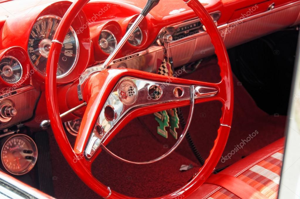 https://st2.depositphotos.com/3919793/7214/i/950/depositphotos_72141523-stockafbeelding-interieur-chevrolet-in-het-rood.jpg