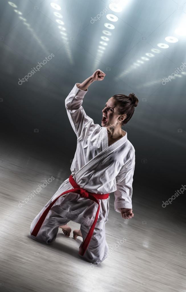 все видео девушки в кимоно борются ему