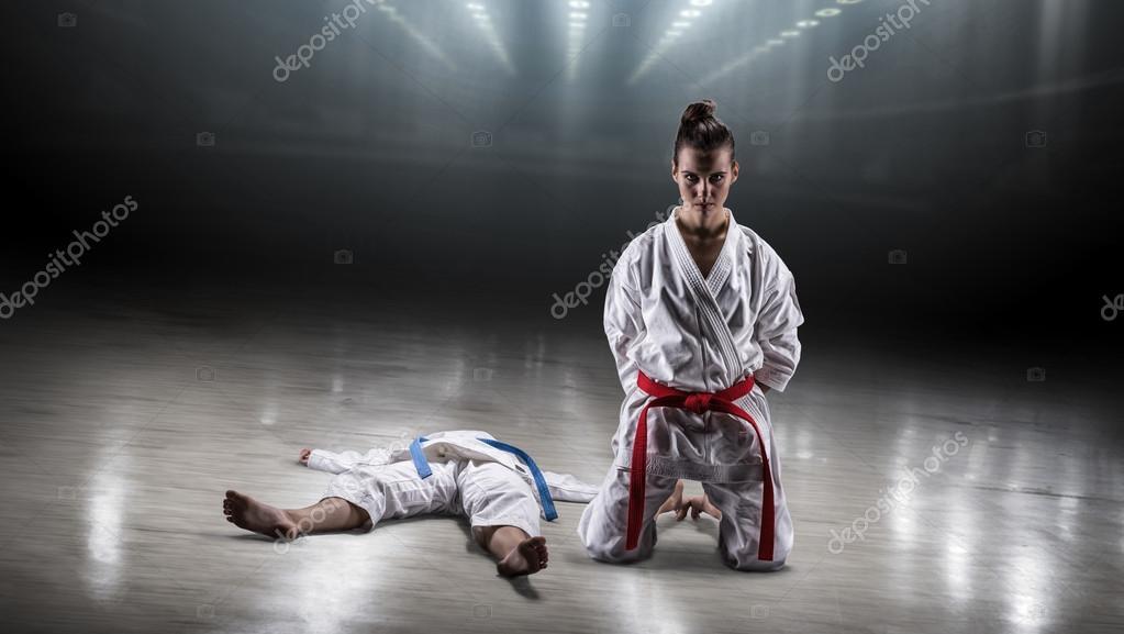 Сексуальная девушка карате