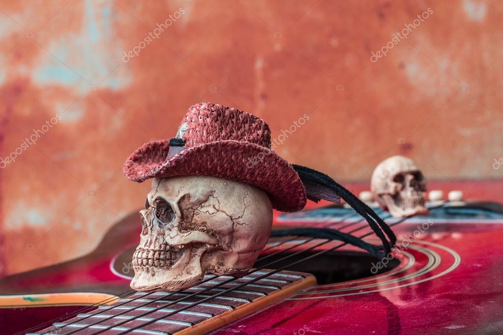 La tapa del cráneo en la parte superior de guitarra clásica — Foto ...
