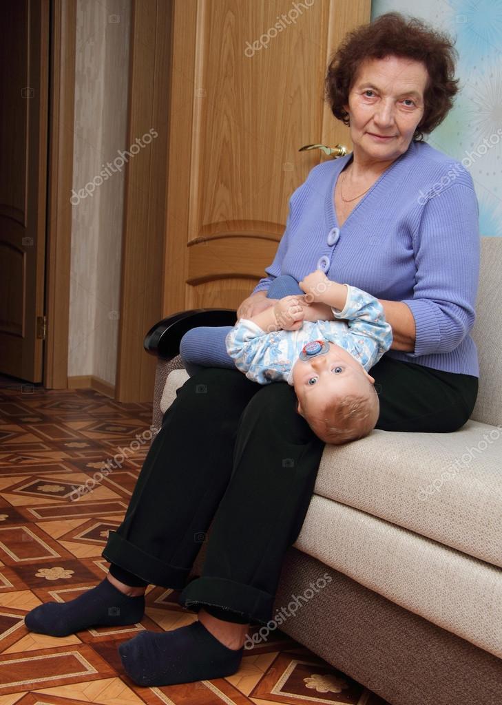 С внуком на диване