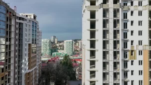 Cityscape s rezidenčním komplexem. Letecký pohled. Vzdušné blízkosti před okny moderní ubytovny domy budovy