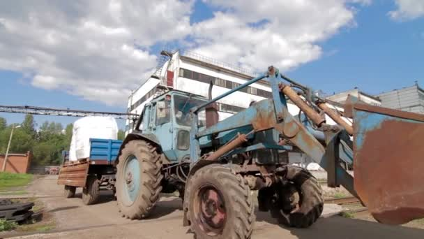 Traktor szállítás zsákok gabona-gyári