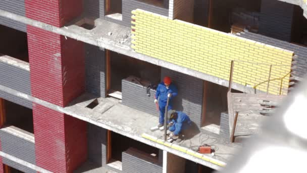 Iževsk, Rusko - červen 2014: Svařování v staveniště