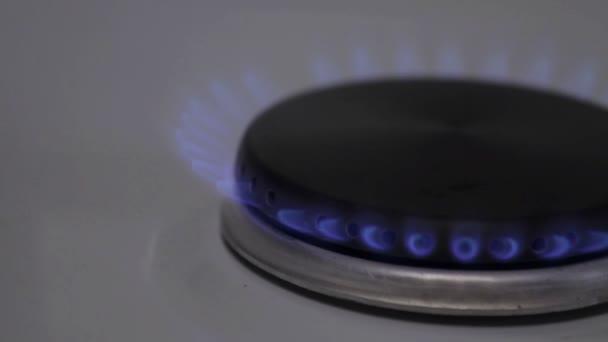 Požár plynu hoří plynový sporák v kuchyni