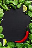 Špenát a červené chili pepper