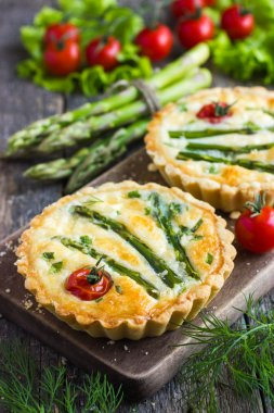 Tarts with asparagus and cherry tomatoes