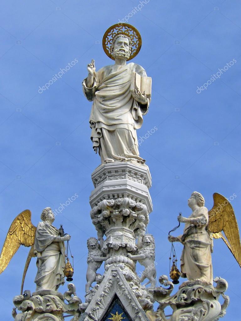 Sculpture de San Marcos sur la Basilique de San Marco, dans la ville ...