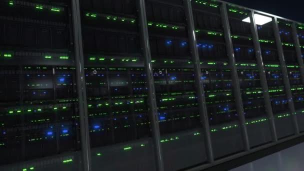 Modernes Serverraum-Rechenzentrum in Perspektive mit funkelnden Lichtern im Dunkeln
