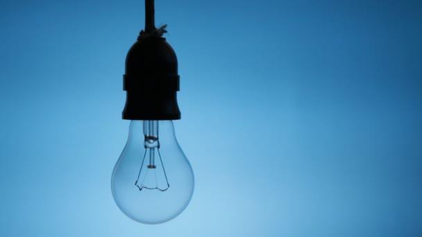 Nahaufnahme von Glühbirnenflackern