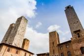 Fotografie San Gimignano ist eine kleinen ummauerten Hügel mittelalterliche Stadt in der Toskana