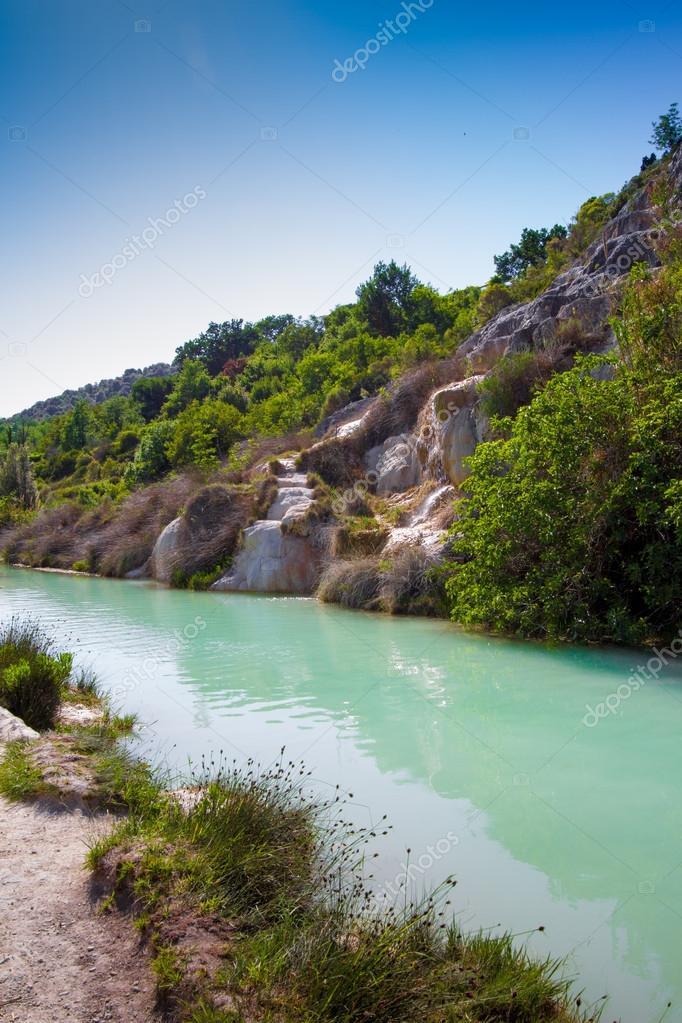 https://st2.depositphotos.com/3944283/7370/i/950/depositphotos_73700041-stock-photo-bagno-vignoni-spa-in-tuscany.jpg