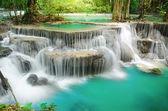 Vízesés mély erdő, huay mae khamin, kanchanaburi, Thaiföld