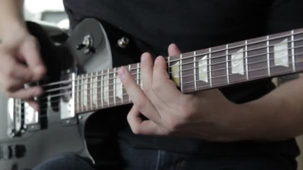 Gitáros játék az elektromos gitár