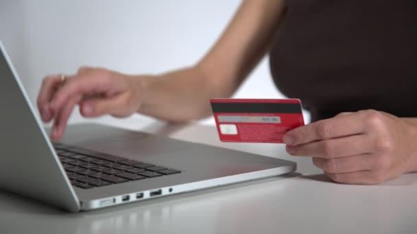 bankkártyás fizetés online a laptop