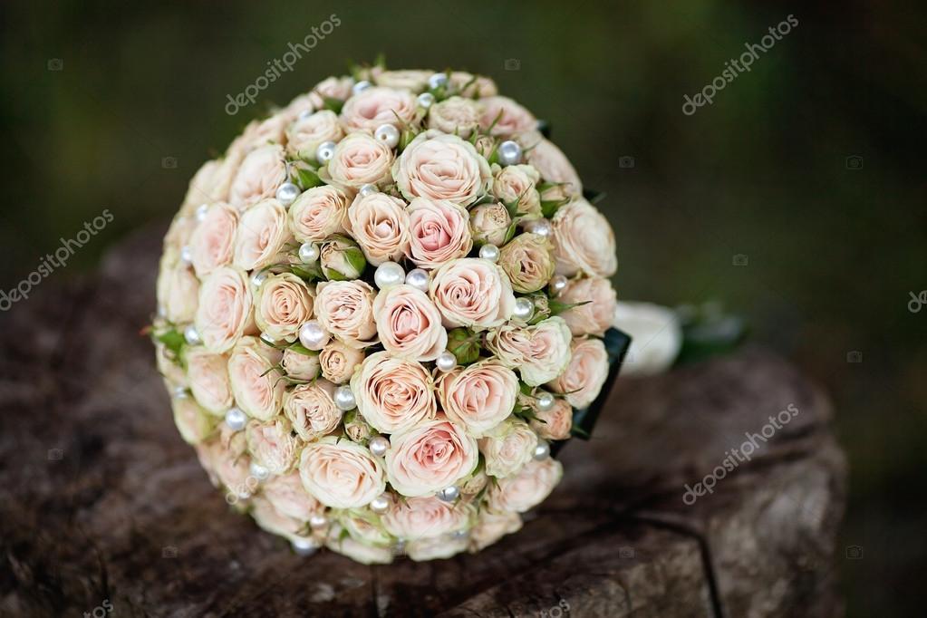 Pastell Hochzeitsstrauss Mit Rosen Auf Holz Stockfoto C Wedphoto