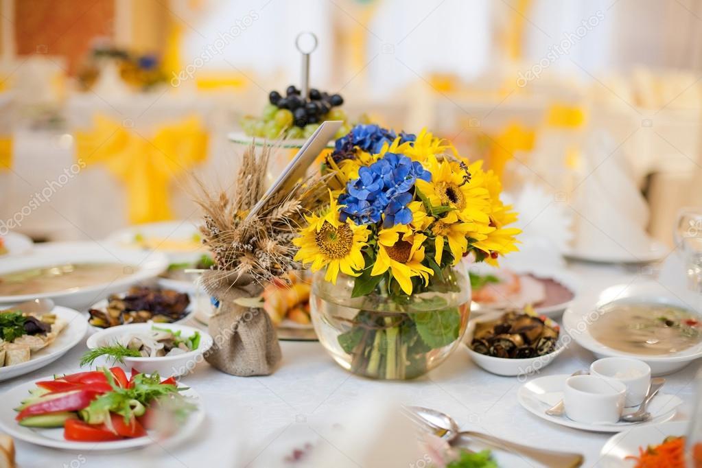 gorgeous wedding decor on table
