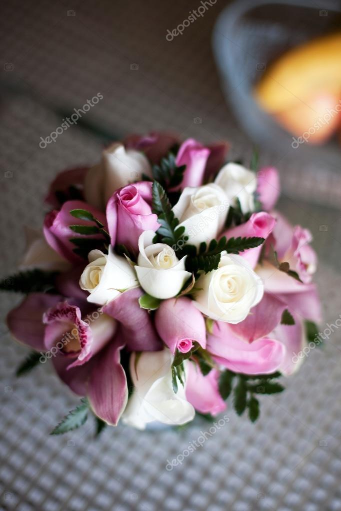 Bouquet De Mariee Rose Avec Des Roses Et Orchidees